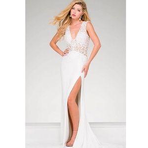 Never worn prom dress !!